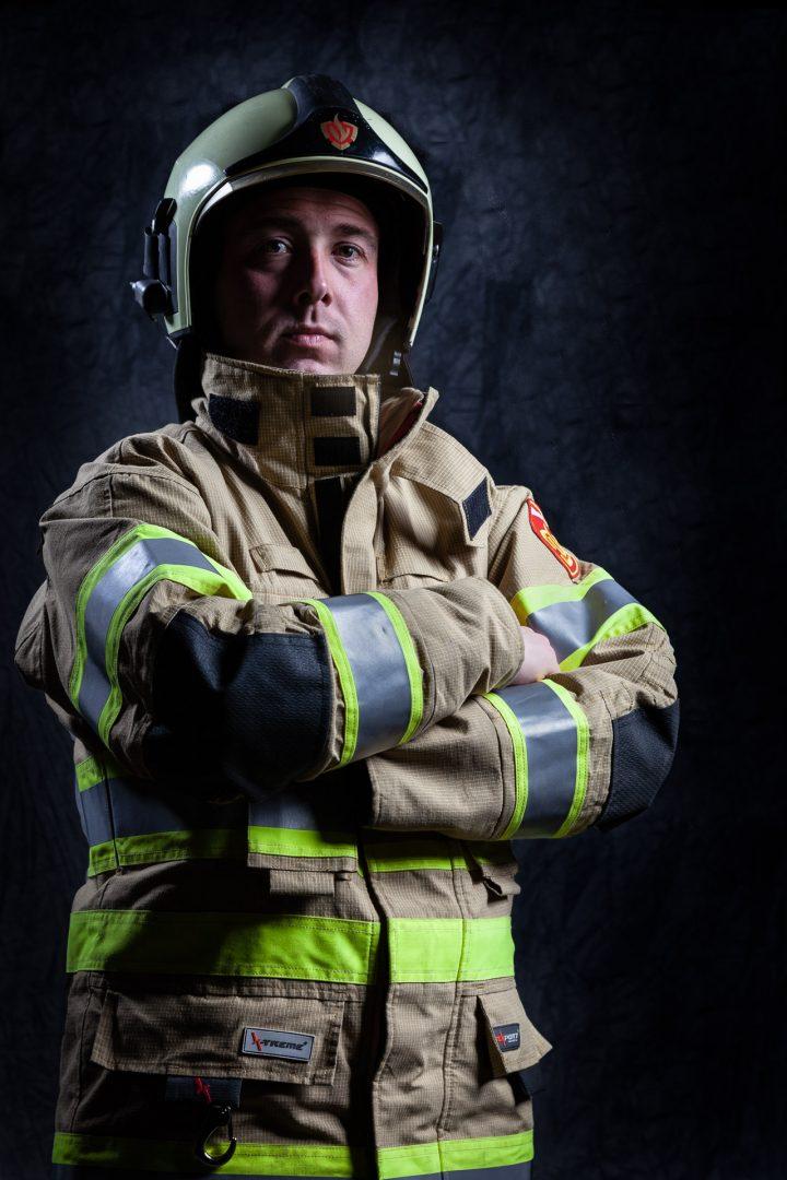 zakelijk portret, brandweerman, stoer, studiofoto, portretfotograaf