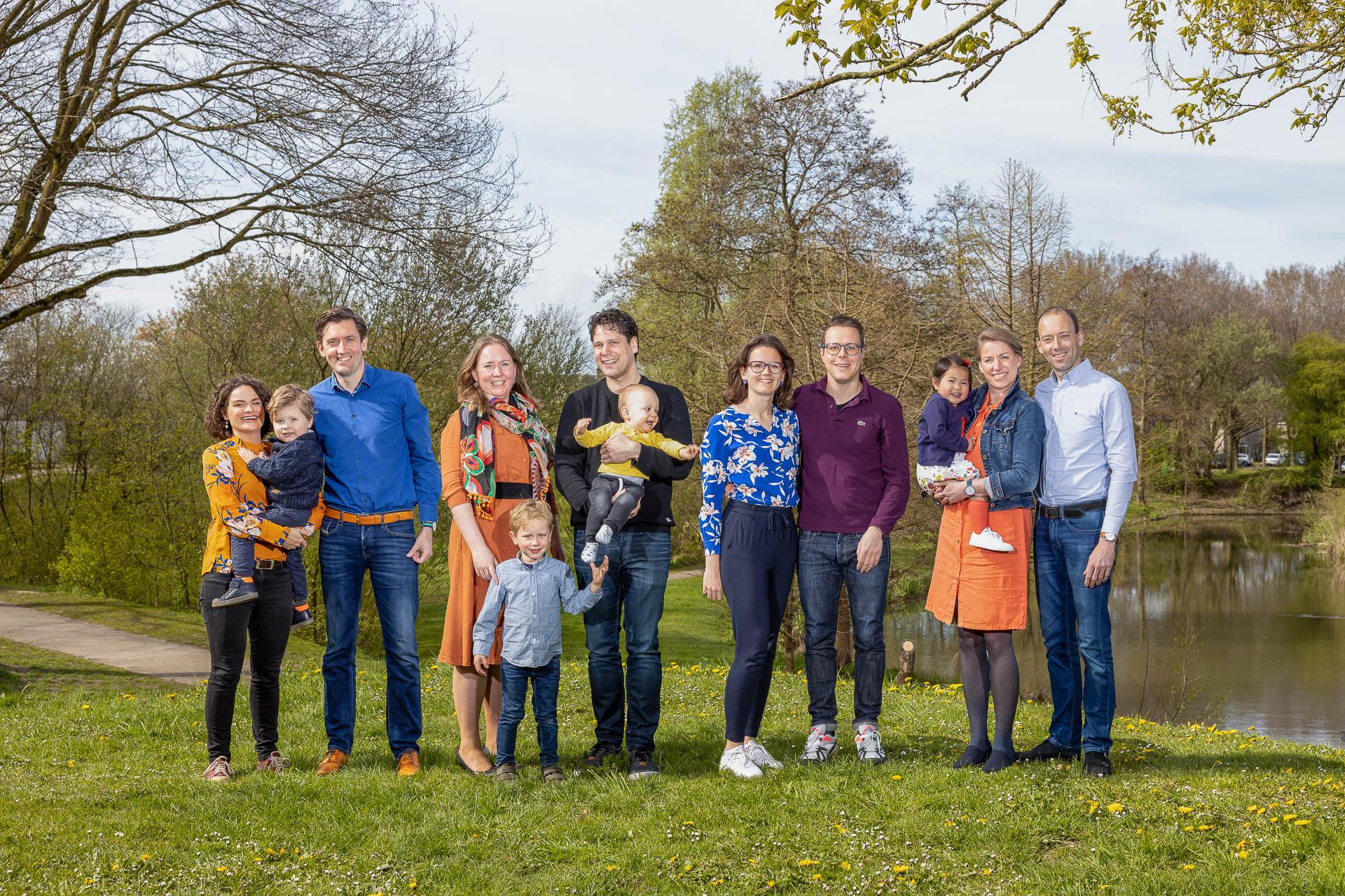 Coronaproof groepsfoto, familiefoto, volledig veilig buiten gemaakt, corona-proof shoot
